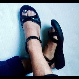Clarks black sandals size 6 platform high straps